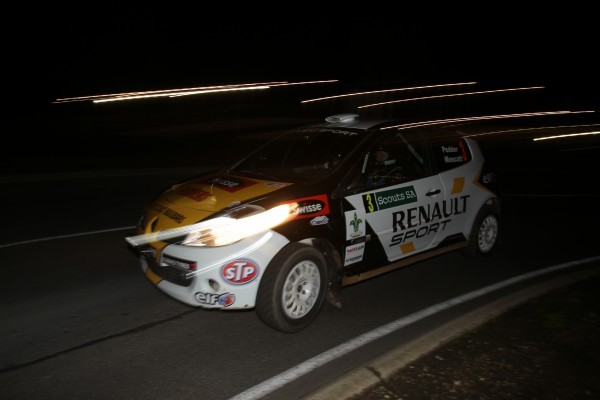 Scott Pedder and Dale Moscatt in their Renault Clio R3